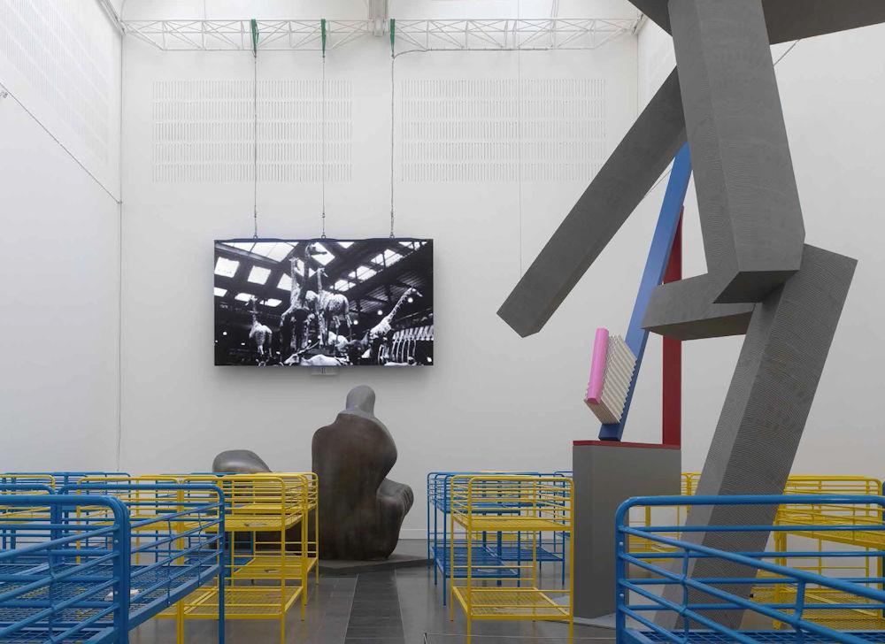 3d buchstaben figuren skulpturen deko in styropor und styrodur ... - Interieur Design Dreidimensionaler Skulptur